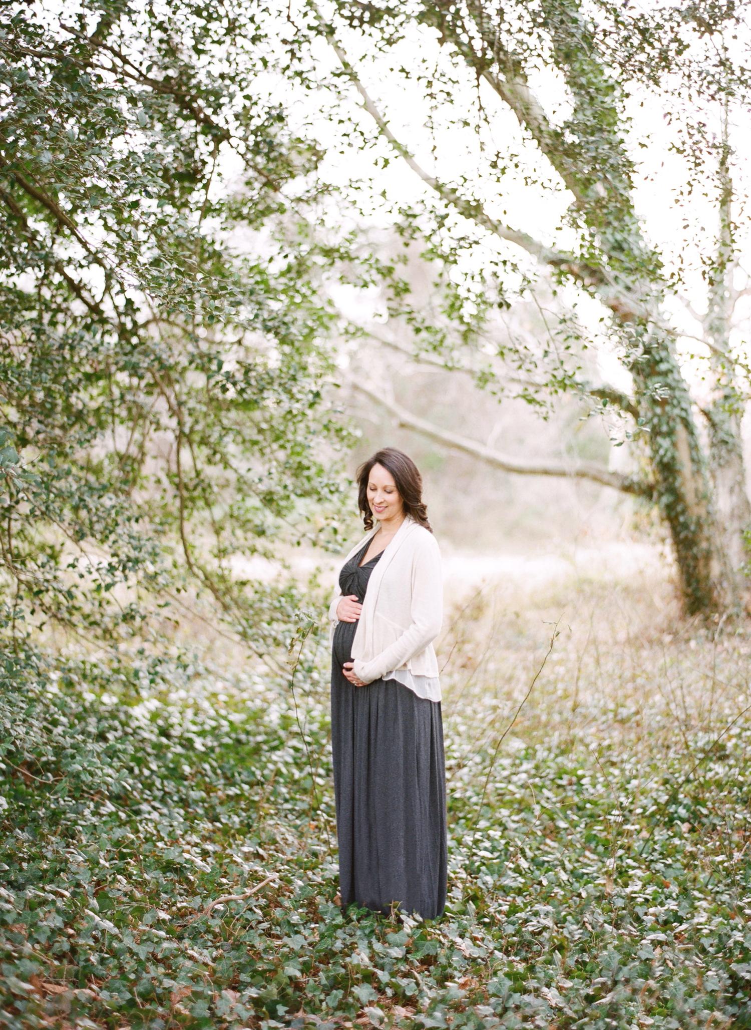 winter maternity photos on film, alexandria virginia
