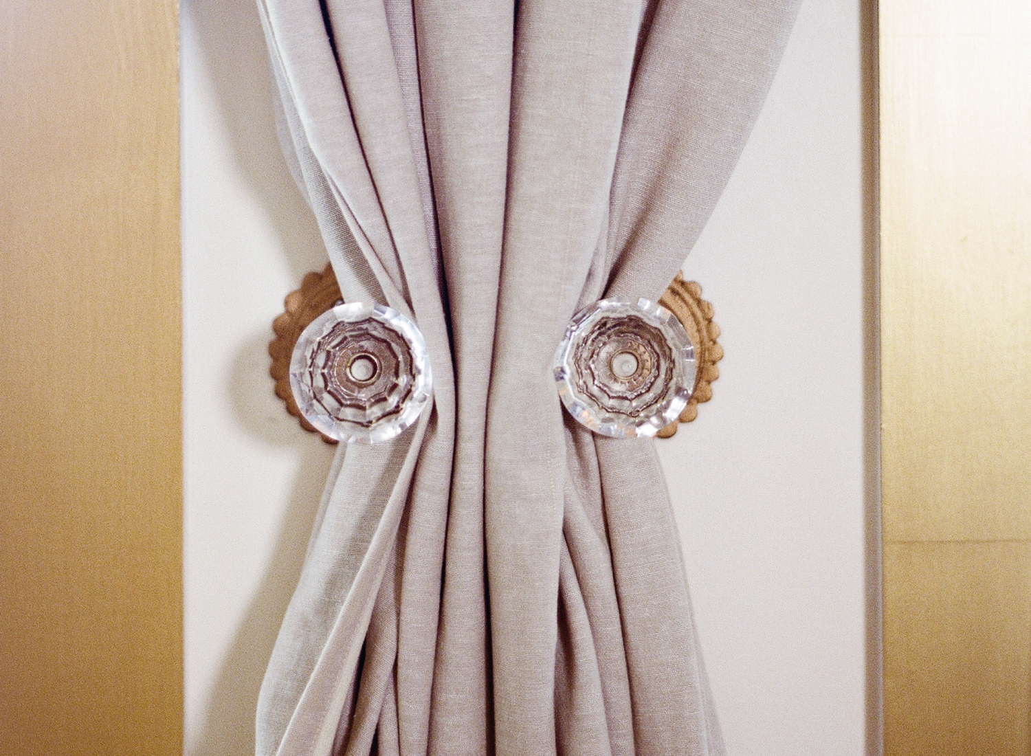 curtain tie backs, vintage door knobs
