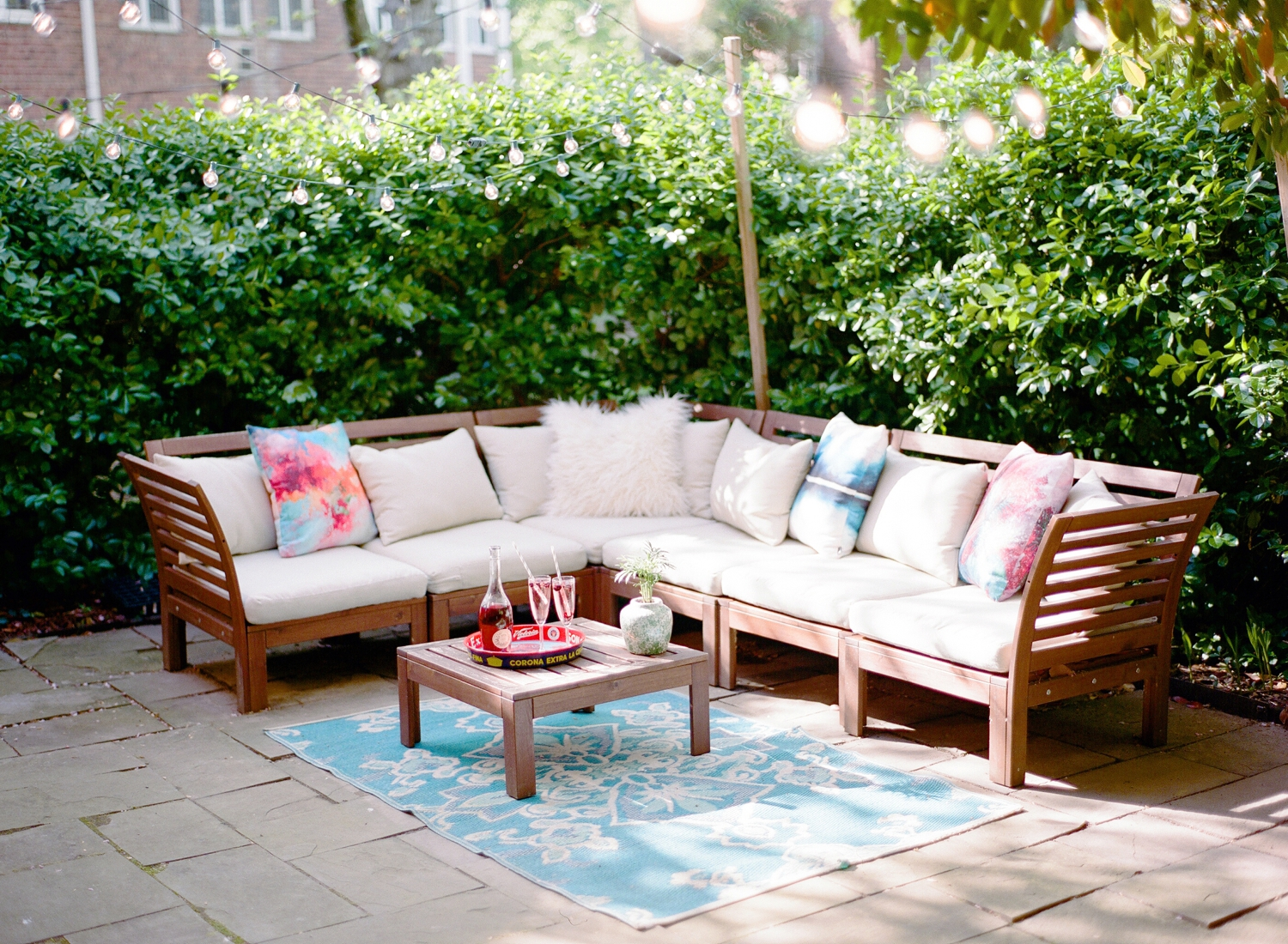 patio garden furniture and decor