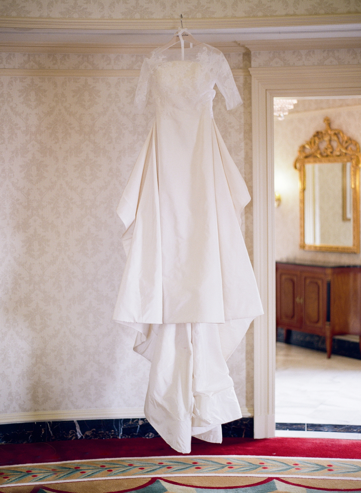 willard bridal suite, oscar de la renta