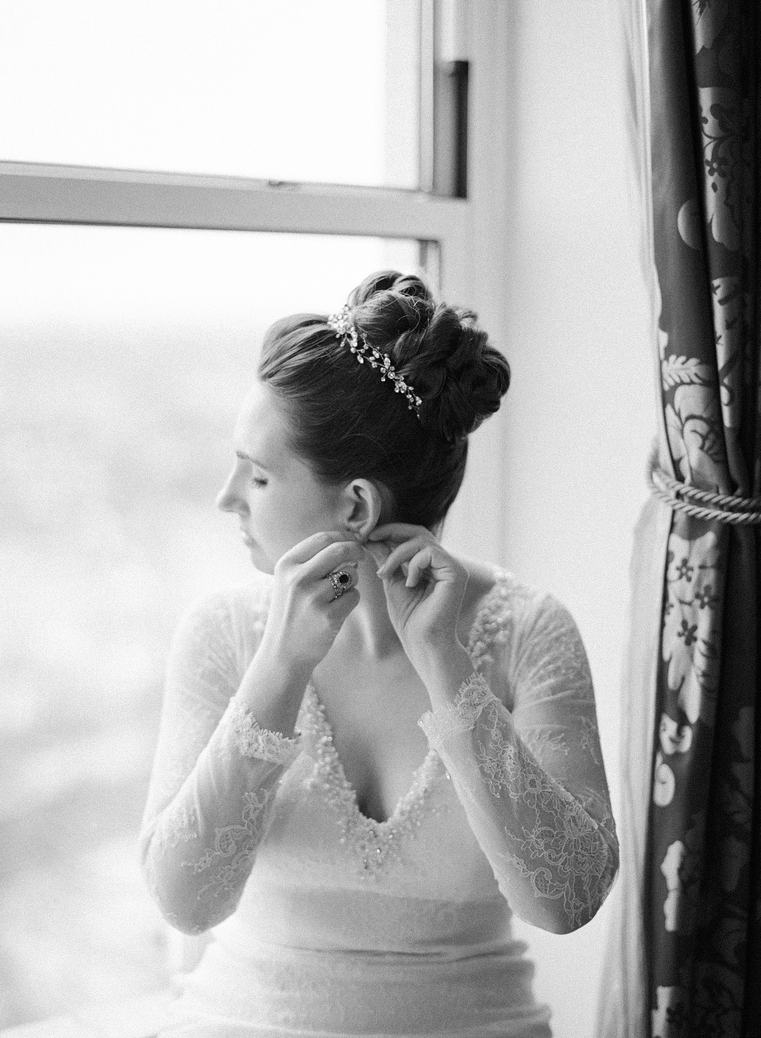 bride getting ready, willard hotel DC