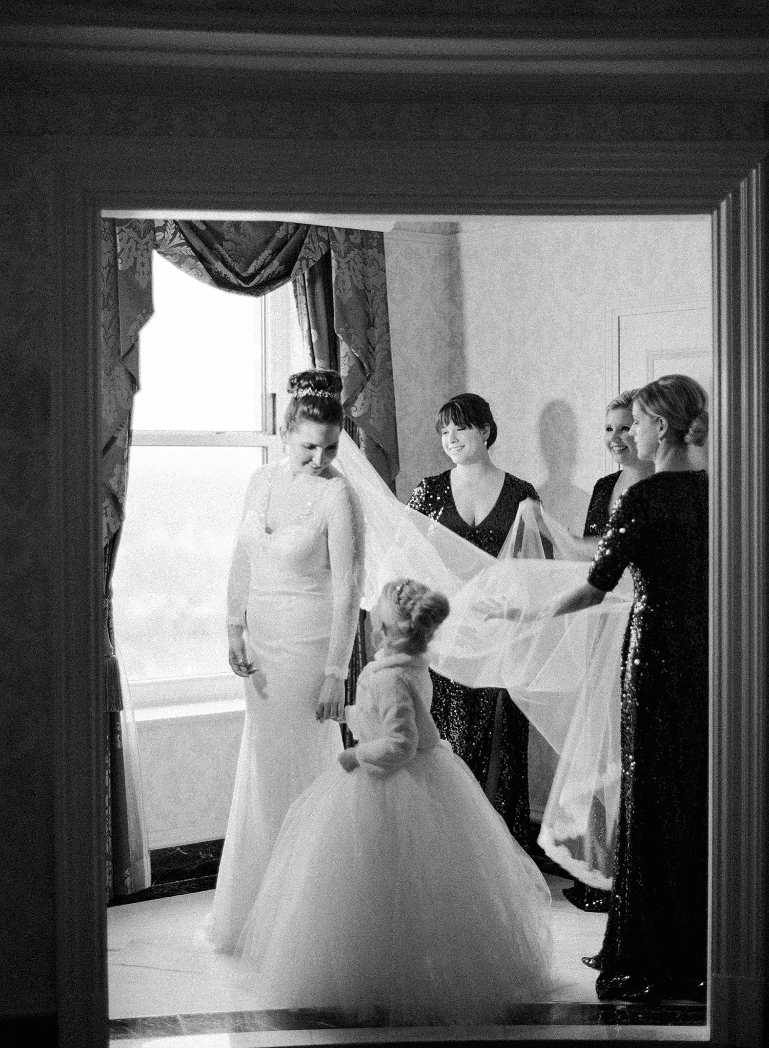 bride getting ready willard hotel DC